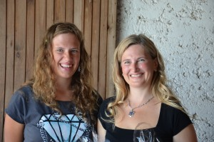 osebe Zarja in Monika